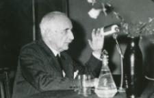 Prof. Władysław Tatarkiewicz na KUL-u, 17.IV.1970 : podczas wykładu
