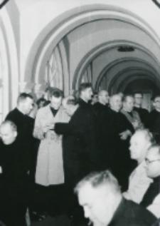 Sobór Watykański II, 23-25.VIII.1961 : zradiofonizowane korytarze również wypełnione po brzegi
