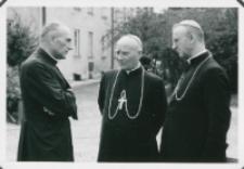Sobór Watykański II, 23-25.VIII.1961 : w przerwach między wykładami trzeba podzielić się spostrzeżeniami... tym, co budzi troskę... (ks. ks. bpi P. Kałwa i H. Strąkowski w rozmowie z ks. rektorem