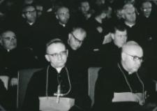 Ethos polskiego charakteru, 27-29. VIII. 1964 : przewielebni księża biskupi: Henryk Strąkowski, Bolesław Kominek