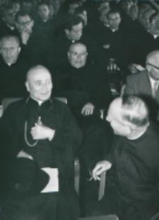 Ethos polskiego charakteru, 27-29. VIII. 1964 : ... a także żywe dyskusje mają miejsce w czasie popołudniowych konwersatoriów