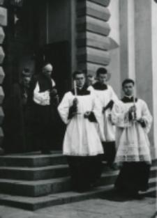Wyjście z Kościoła Akademickiego