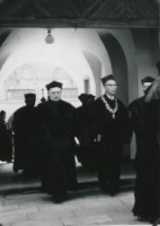 Prof. Cz. Strzeszewski - Dziekan Wydziału Filozofii Chrześcijańskiej obok ks. Prof. Dr J. Pastuszka.