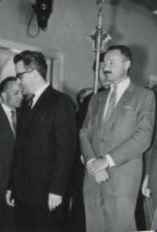 Sekretarz ambasady belgijskiej (z lewej) atache kulturalny ambasady francuskiej