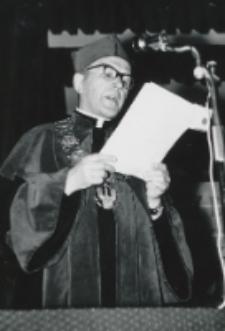 ...Nastąpiło odczytanie decyzji Rad Wydziałowych: Teologii - Ks. Dziekan A. Krupa