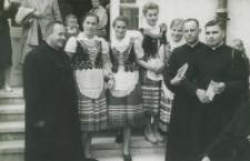 Przedstawiciele TPK z wieńcem dla Ks. Prymasa