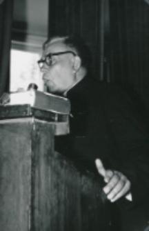 Tym razem Ks. Rektor W. Granat wygłasza referat