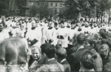 Pogrzeb Śp. Księdza Biskupa Henryka Strąkowskiego - księża w kondukcie