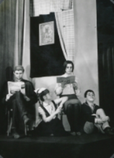 """Teatr Akademicki KUL : """"Moc i chwała"""" G. Greene'a : [scena] rodzina (wspólne czytanie wieczorne w rodzinie)"""