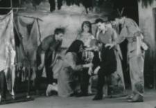 """Teatr Akademicki KUL : """"Moc i chwała"""" G. Greene'a : [scena] ksiądz u biedoty meksykańskiej"""