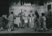 """Teatr Akademicki KUL : """"Moc i chwała"""" G. Greene'a : kazanie - scena w stodole"""