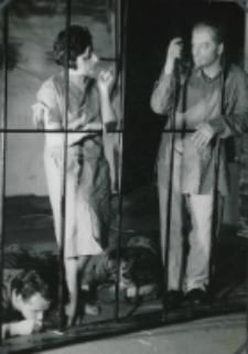 """Teatr Akademicki KUL : """"Moc i chwała"""" G. Greene'a : scena w więzieniu - ksiądz i dewotka"""