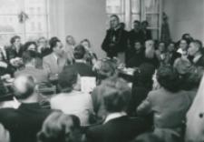 Spotkanie towarzyskie absolwentów KUL : przemawia Ks. bp H. Strąkowski.