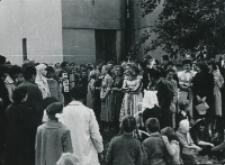 """Juwenalia KULowskie [1958/59] : """"polski Duval"""" był otoczony tłumem żądnym piosenek"""