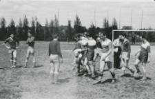 Juwenalia KULowskie [1958/59] : tam, gdzie kopią, łatwo jest trafić w nogę zamiast w piłkę