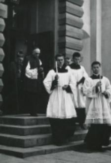 Część 2: Tydzień Katolickiego Uniwersytetu Lubelskiego 31. V. - 7. VI. 1964 r. : Uroczystość rozpoczęła Msza św. odprawiona w Kościele Akademickim po której wszyscy zebrani udali się do Auli Uniwer
