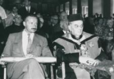 Część 2: Tydzień Katolickiego Uniwersytetu Lubelskiego 31. V. - 7. VI. 1964 r. : Honorowi Cłonkowie społeczności akademickiej oraz pozostali Goscie uczestniczyli w dalszych uroczystościach