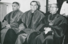 Inauguracja roku akademickiego 1965/66 : członkowie Senatu w kościele akademickim ([od prawej]: prof. Cz. Strzeszewski, St. Papierkowski, ks. Wł. Smoleń)