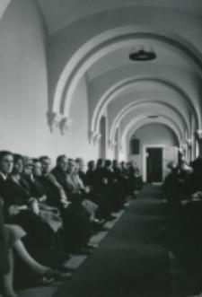 [Program uroczystości zakończony został wykładem inauguracyjnym wygłoszonym przez Ks. doc. Edwarda Kopcia - a wysłuchanym z dużym zainteresowaniem przez słuchaczy zgromadzonych w auli ...] ... oraz na zradiofonizowanym holu ...