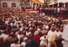 Jan Paweł II na dziedzińcu KUL-u, 2