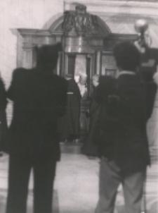 Jan Paweł II, Droga Krzyżowa w Koloseum. Spowiedź Wielkanocna, 1
